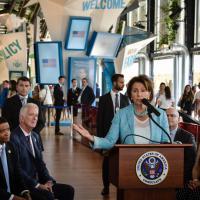 House of Cards a Expo, con Nancy Pelosi e i membri del Congresso