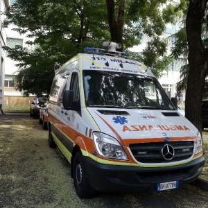 Bergamo, in auto con il papà sbatte contro il parabrezza: muore bambina di 2 anni