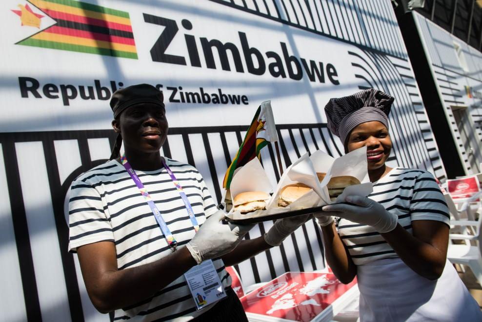 Formaggio, insalata e carne di zebra: a Expo l'hamburger dello Zimbabwe
