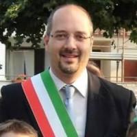 Profughi, sindaco del Bresciano conia l'hastag #Statodim... La questura lo denuncia