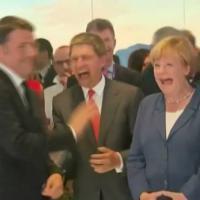 Milano, Angela Merkel e Renzi a Expo: risate di gruppo
