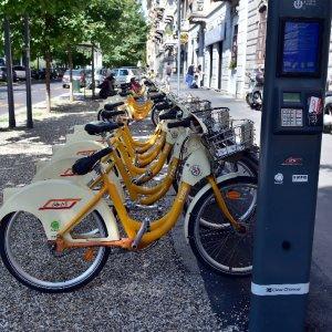 Uomo 42enne impiegato e residente a milano il ritratto for Mobile milano bike sharing