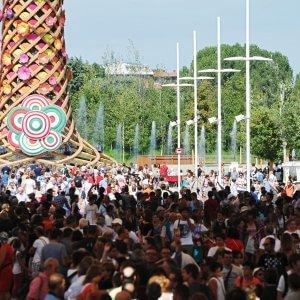 Expo, arriva il piano anti-code: Palazzo Italia aperto 2 ore in più. E minishow per chi è in fila