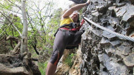 Alpi svizzere, travolto da una valanga di sassi: è morto Bellinzani, 'l'uomo con le ali'
