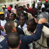 Bresso, la protesta dei profughi: strada occupata, traffico in tilt
