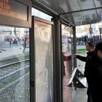 Milano, rapinato disabile in carrozzina: 25enne gli strappa la catenina e fugge