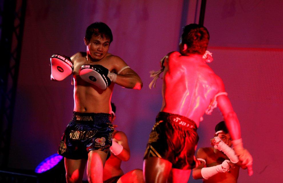 Expo, show a colpi di danza e thaiboxe per il National day della Thailandia