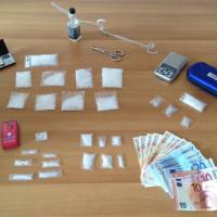 Milano, nasconde droga nella casa in cui lavora come colf: arrestata 39enne
