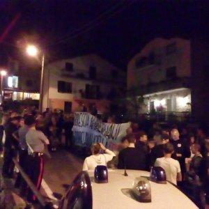 """Brescia, venti profughi in hotel: il paese scende in piazza. Il sindaco: """"La gente non li vuole"""""""