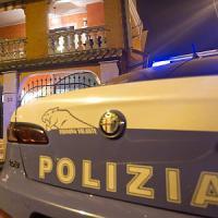 Milano, arrestati due topi d'appartamento: si erano nascosti sotto il letto
