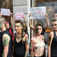 Milano, protesta stile Visitors in via Montenapoleone