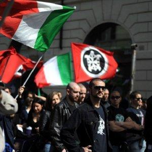 """CasaPound, il caso 'settembre nero' al Viminale: """"Alfano blocchi i raduni neofascisti"""""""