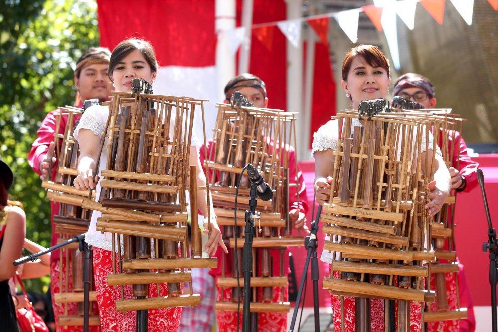 Expo, balli tradizionali e petali di rosa: è il national day dell'Indonesia