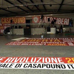"""CasaPound, ignorati i divieti: via al raduno. Struttura occupata: """"Sgombero? Si va in Duomo"""""""