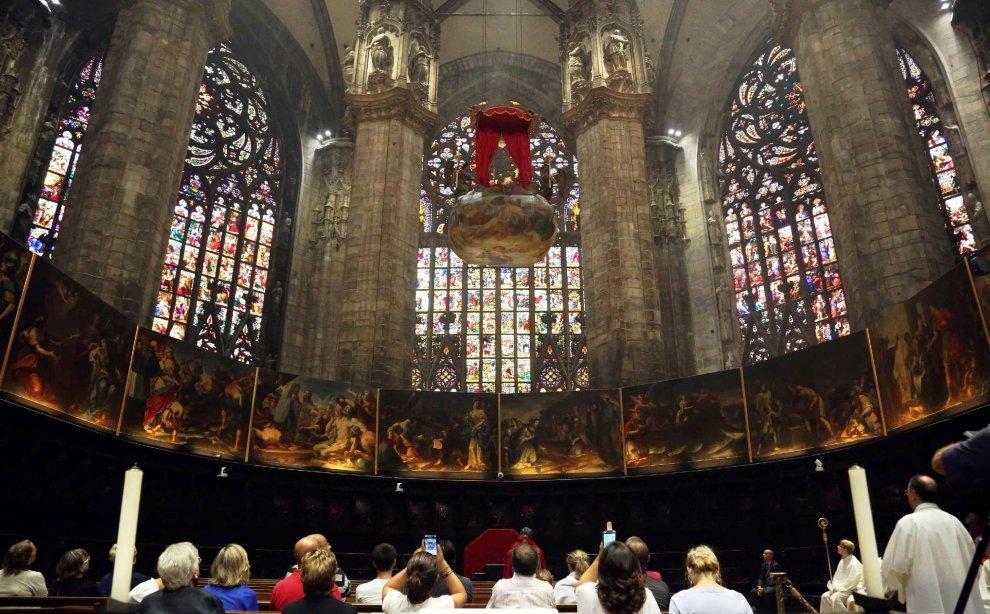 Milano, Scola celebra in Duomo l'antico rito della 'Nivola'