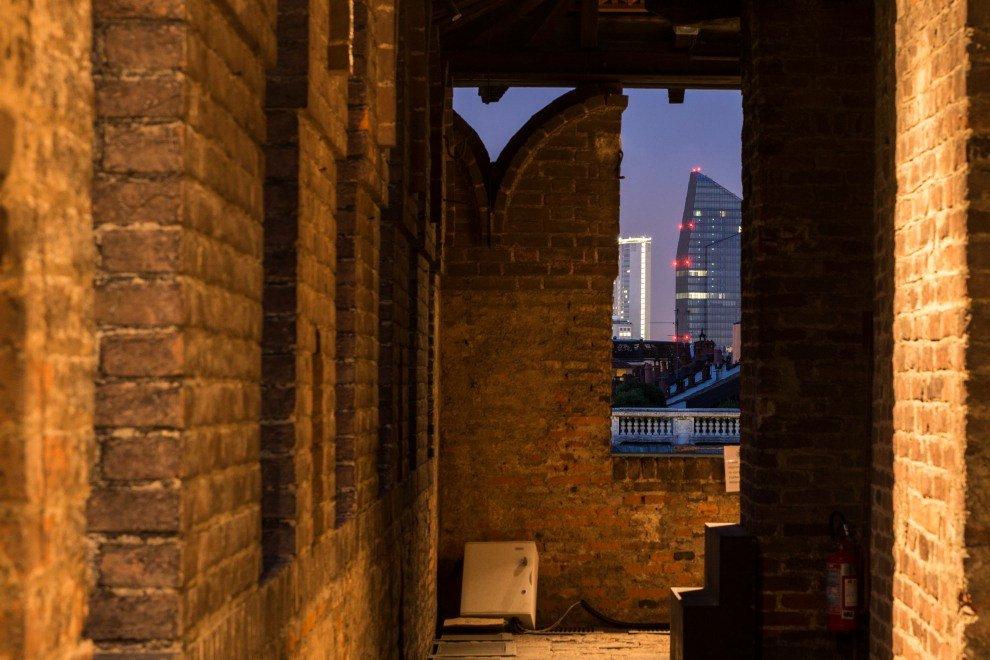 Merlate e grattacieli, scatti dal Castello della Milano che non ti aspetti