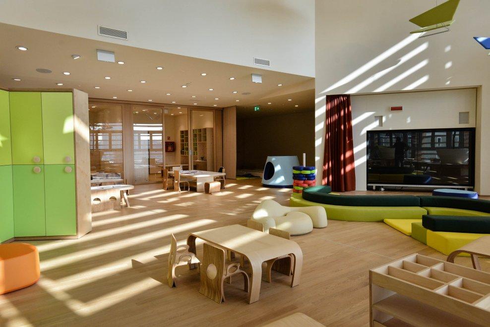 Milano tavoli multimediali e arredi di design l 39 asilo for Scuole di design di mobili