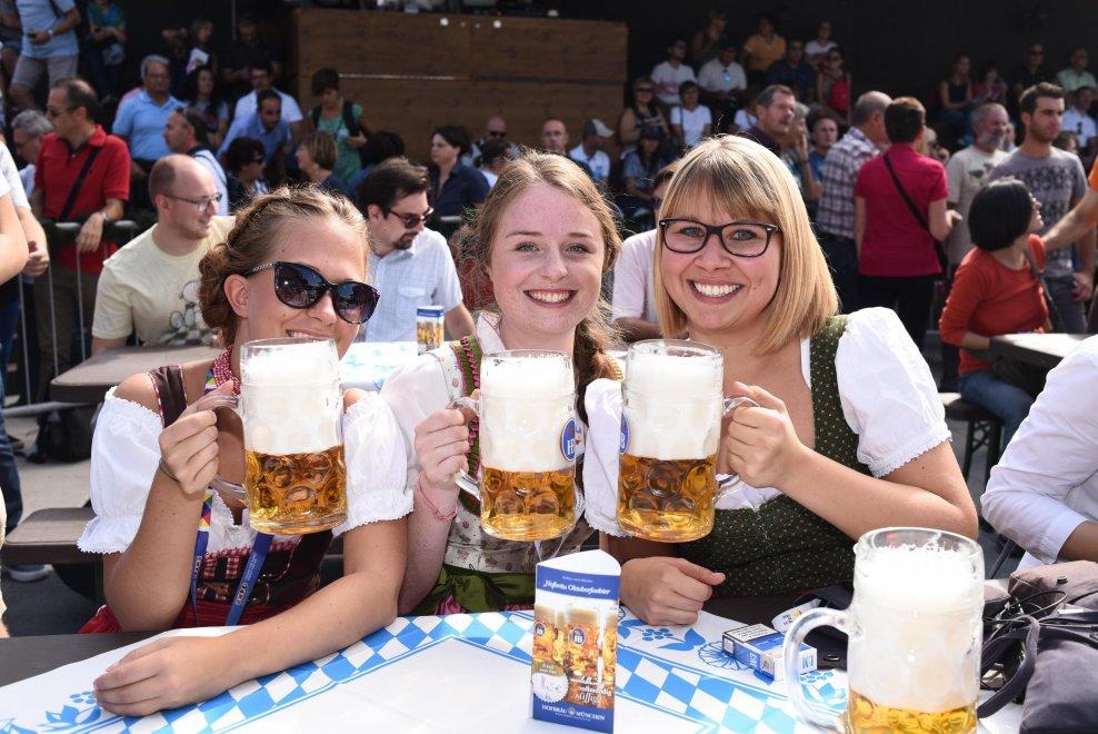 Expo, atmosfere da Oktoberfest: festa della birra in tutti i padiglioni