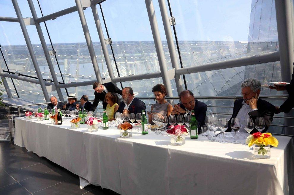A Expo il vino dei famosi: Al Bano, D'Alema e la Nannini alla stessa tavola