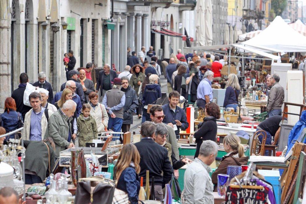 Milano l 39 evergreen dei navigli il mercatino dell for Mercato domenica milano