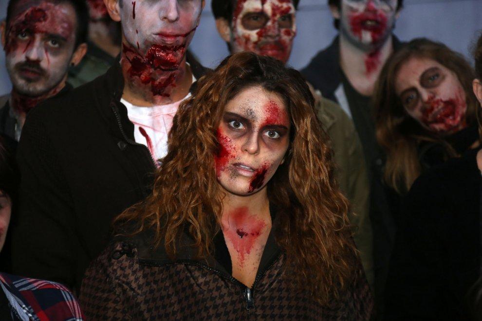 Milano, notte da paura in Darsena: si gioca con i morti viventi fenomeno tv