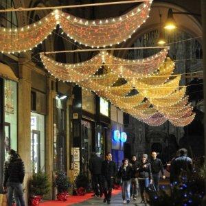 Milano, luci di Natale in centro e nelle periferie: in Comune parte la caccia allo sponsor
