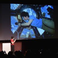 Milano, AstroSamantha al museo: fotoricordo dello spazio