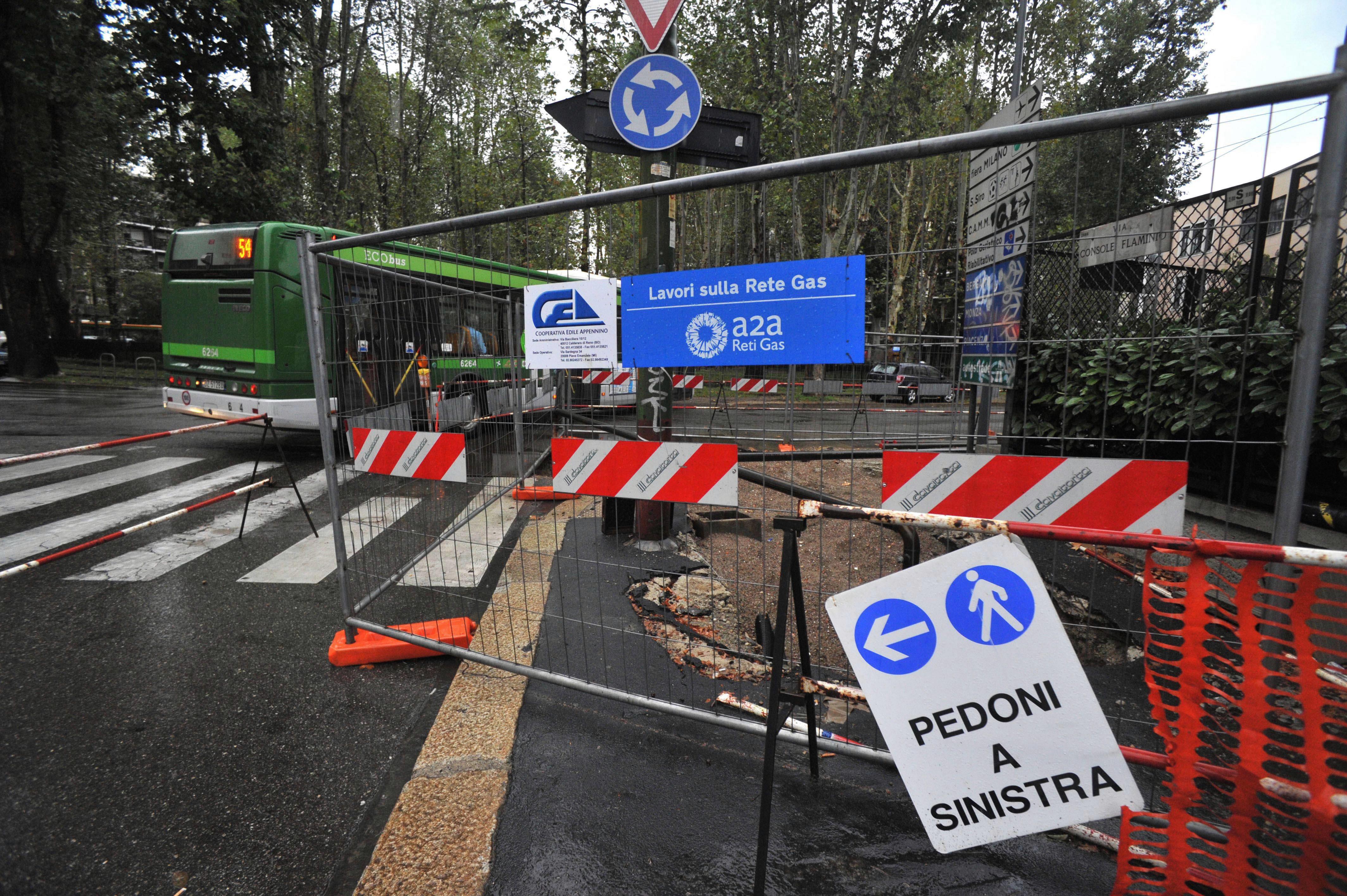 Milano, mazzette e buoni gasolio: e il geometra del Comune chiudeva un occhio sui cantieri A2a