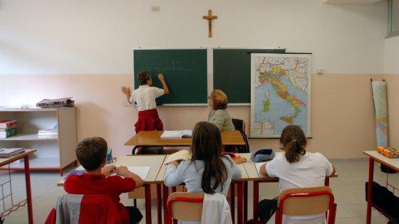 """Ora di religione, classi quasi vuote ma non si possono accorpare. E' rivolta: """"Privilegi anacronistici"""""""