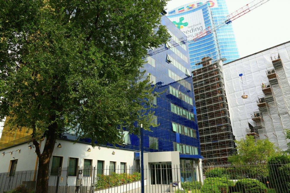 Forza Italia a Milano trasloca in 100 metri quadri, riunioni nel seminterrato