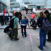 Milano, blitz rosa shocking al Pirellone contro il convegno anti-gender