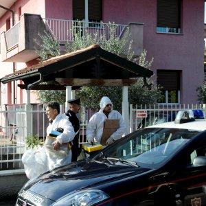 """Spara e uccide ladro in casa nel Milanese: 65enne indagato per omicidio volontario. Maroni: """"Paghiamo noi l'avvocato"""""""