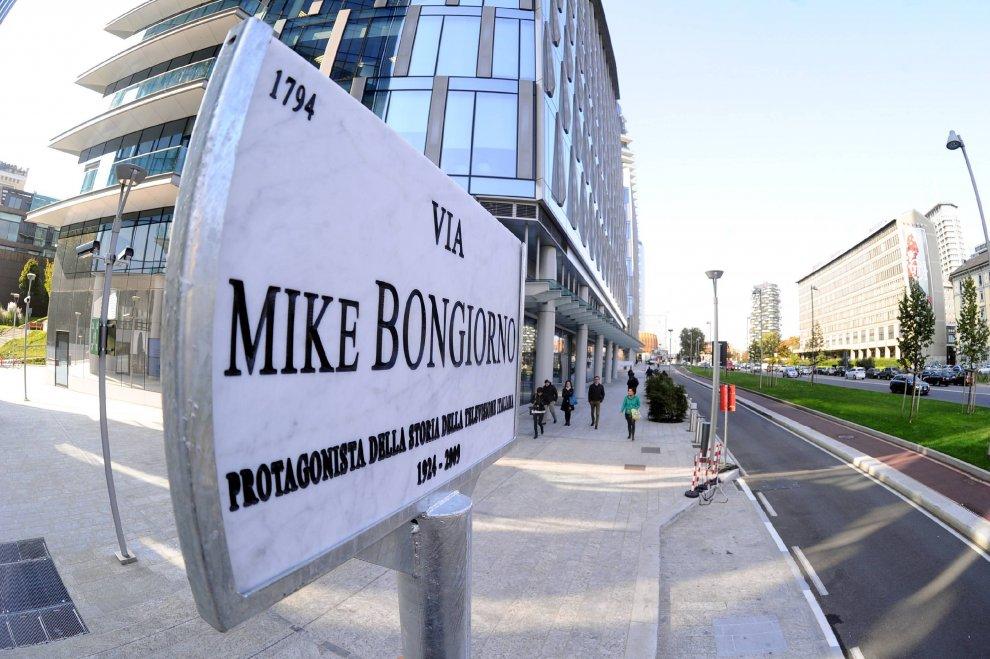 """Tra i grattacieli di Milano inaugura via Mike Bongiorno. """"Ricorda la sua New York"""""""