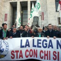 Ladro ucciso, Salvini in presidio al tribunale: