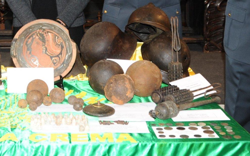 Monete romane e vasi della Magnagrecia: a Cremona una casa-museo abusiva