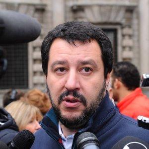 """Brescia, Salvini al congresso della Lega: """"Basta fiaccolate si devono chiudere le frontiere"""""""