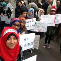 Terrorismo, migliaia di musulmani in piazza a Milano: