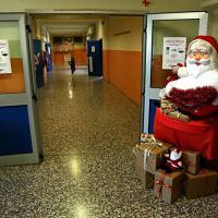 Milano, nella scuola delle polemiche: sì a Babbo Natale, ai canti tradizionali