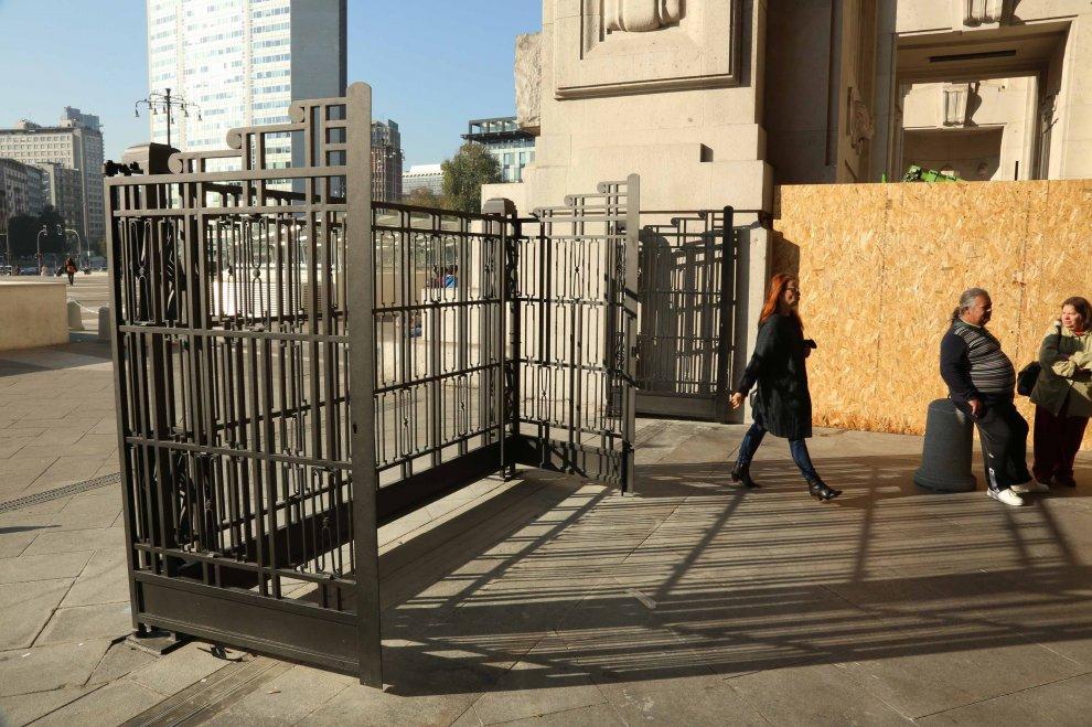 Milano, dopo anni arrivano cancelli anti-clochard in Centrale: chiusi dall'una alle 4
