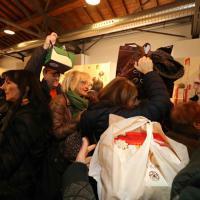 Natale, Milano non resiste al dolce richiamo: tutti in coda da 'Re Panettone'