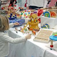 Milano, gli artigiani dei sogni: viaggio nel tempo con i giocattoli di una volta