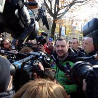 Rozzano, Natale cancellato a scuola: proteste ai cancelli. Arrivano anche Salvini e...