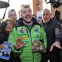 Rozzano, Natale cancellato: il presidio davanti a scuola con Salvini, Gelmini e La Russa
