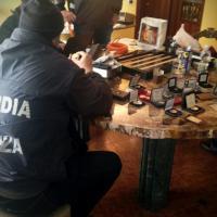 Varese: nel caveau dell'evasore oro, reperti e bottiglie per 4,5 milioni