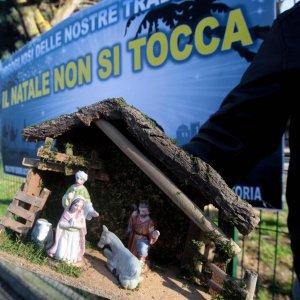 """Natale a Rozzano, gli ispettori: """"Tutto in regola"""". Il preside: """"Ora devo riflettere e capire cosa fare"""""""