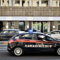 Milano, agguato in corso Vercelli: colpo di pistola contro la Porsche di un imprenditore