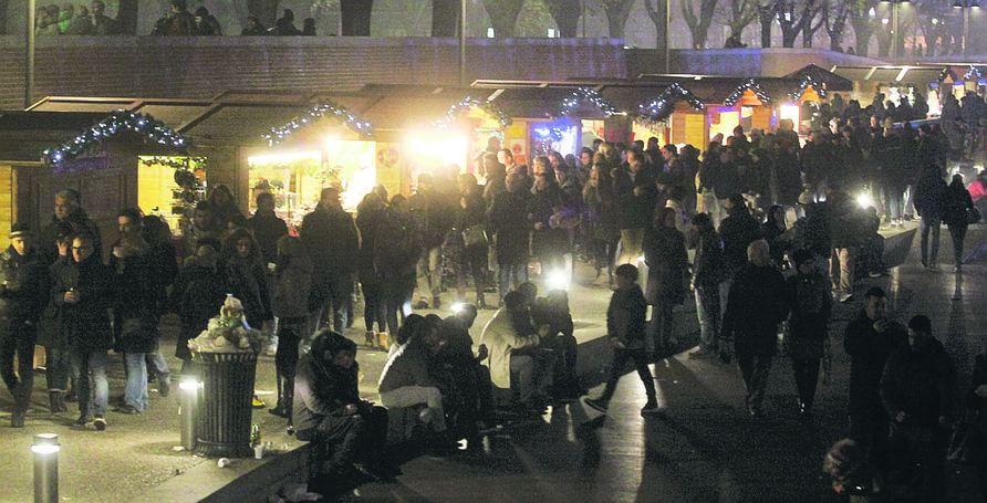 Milano, battuto il record in Darsena: in centomila per il Natale. Meglio delle lanterne