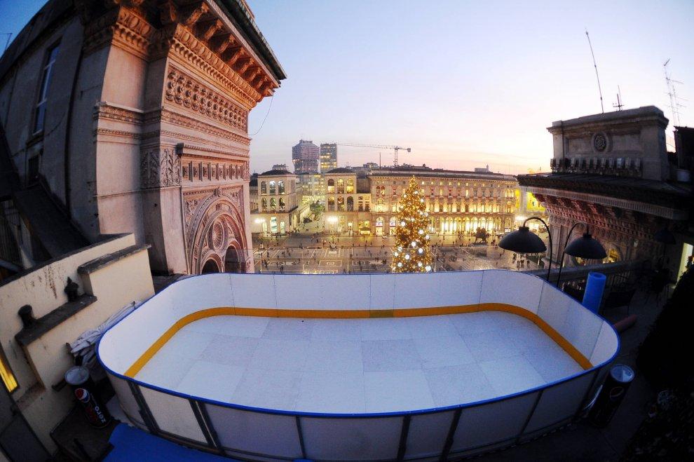 La terrazza On Ice, sui tetti della Galleria si pattina vista Duomo