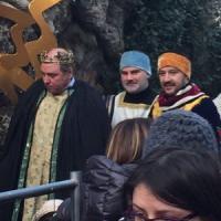 Milano, Salvini vestito da re