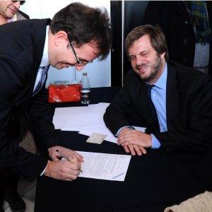 Milano, Majorino lancia la raccolta delle firme per le primarie e l'hashtag #salastaisereno